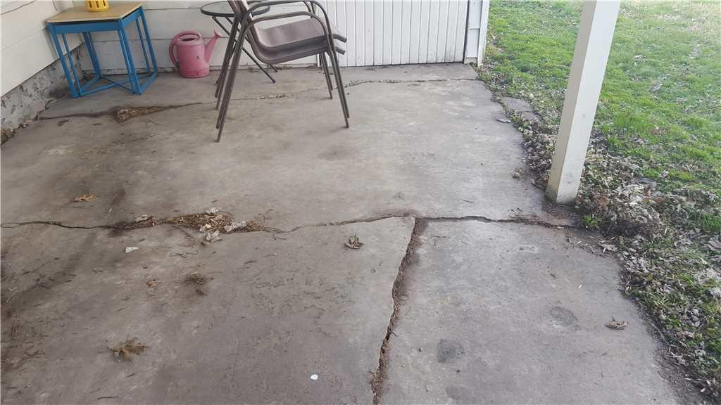 Centralia, Illinois Driveway Corrected with PolyLEVEL - Before Photo