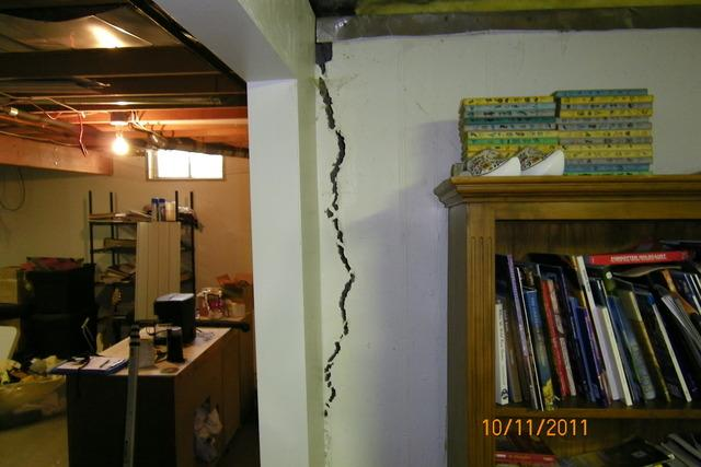 Wall Cracks Sign of Foundation Problems in Highland, IL