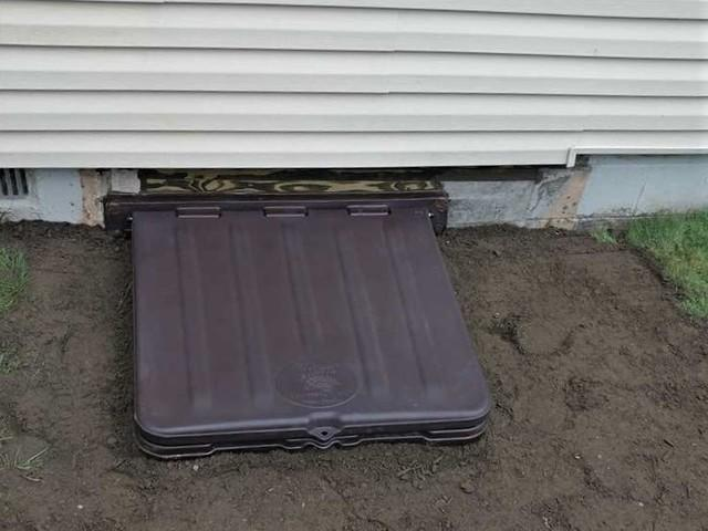 Covered Crawl Space Entry Well in Aliquippa, PA