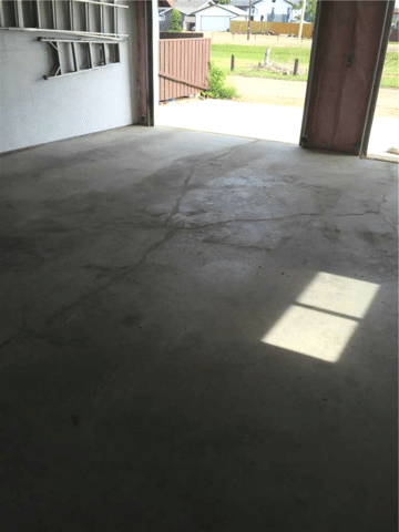 Homeowner's Garage in Need of Lifting in Hanna, AB