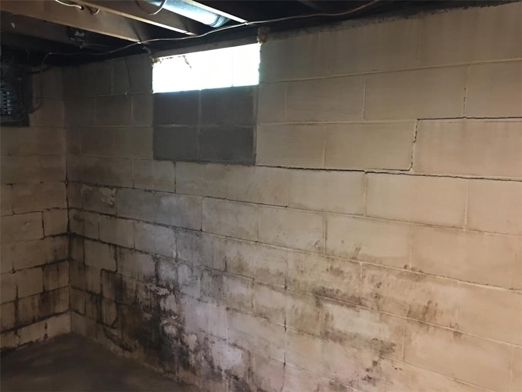 Happy Foundation Anchor Customer in Peoria, IL - Before Photo