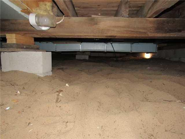 Smelly Crawlspace in Port Elgin, ON