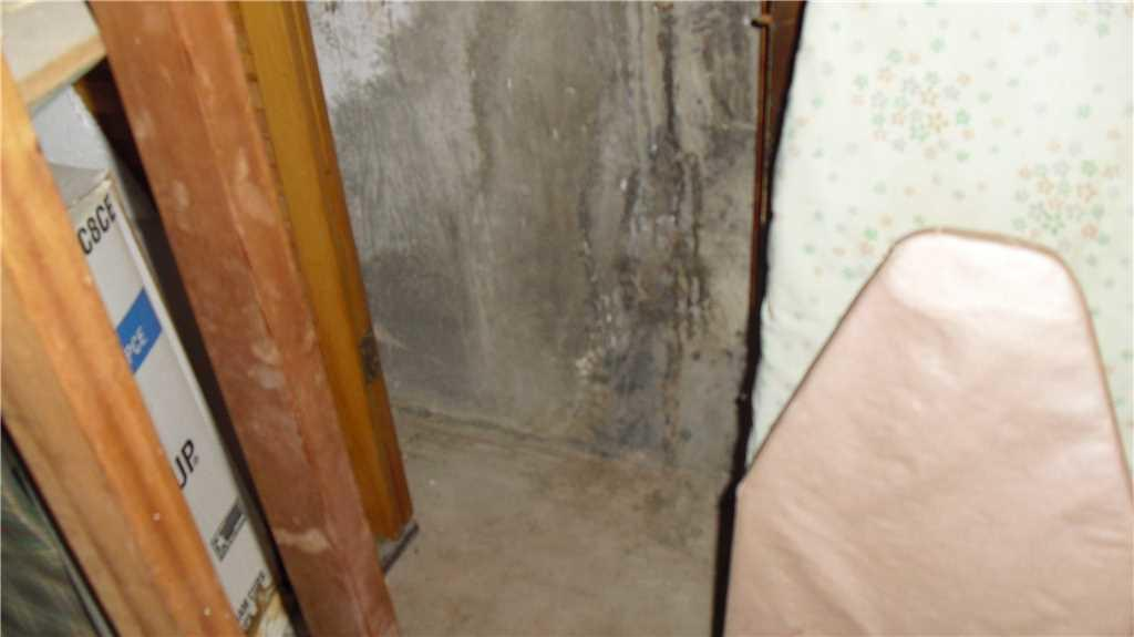 Foundation Wall Crack Repaired in Staten Island, NY - Before Photo