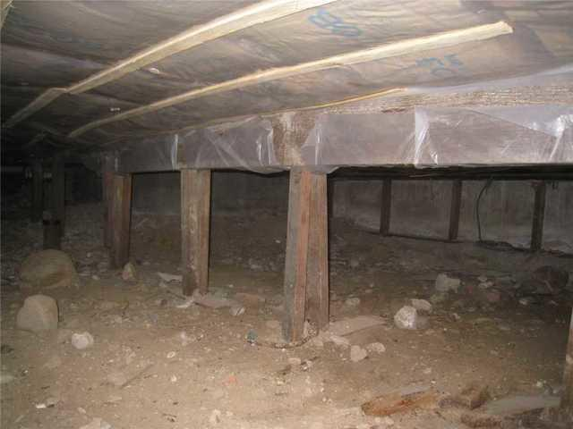 Crawl Space Encapsulated in Saint Albans, Queens