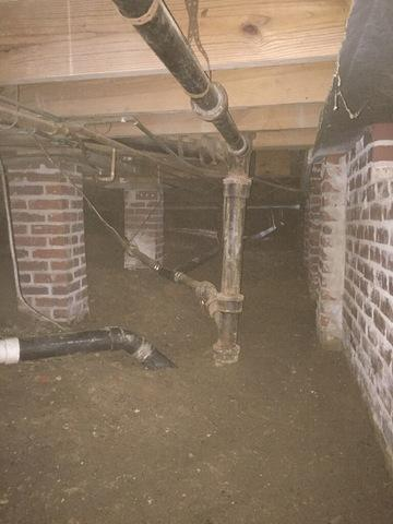 Wet Crawl Space in Little Rock, Arkansas