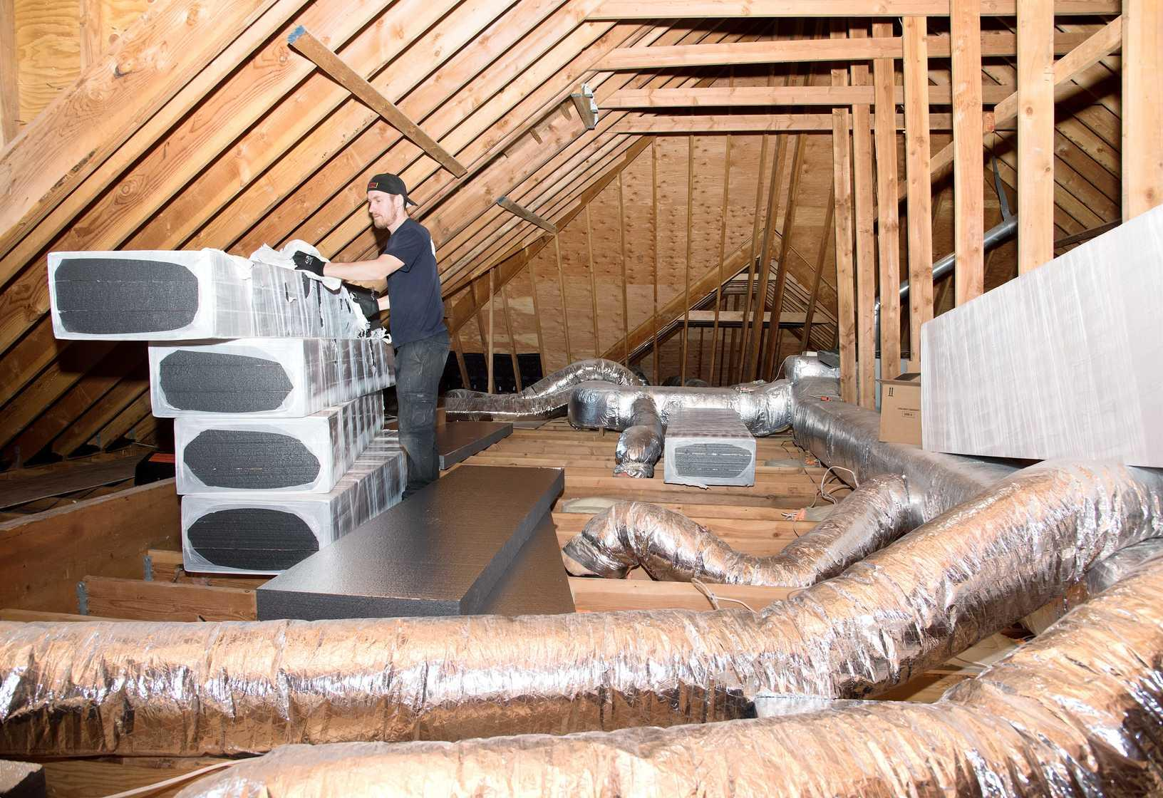Attic Insulation and Air Sealing Ductwork - Before Photo