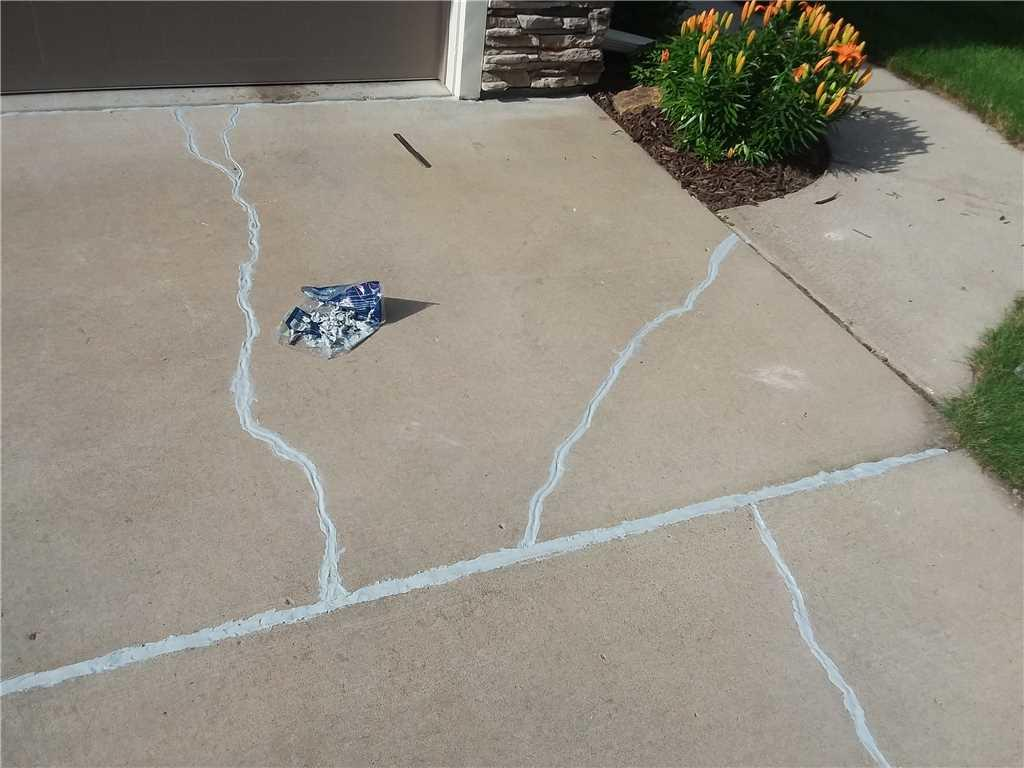 Altoona, WI driveway cracks sealed - After Photo