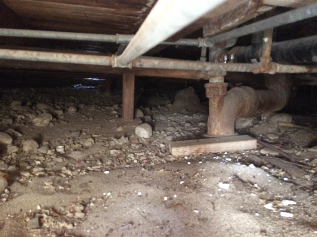 Crawl Space and SmartJacks in Banning - Before Photo