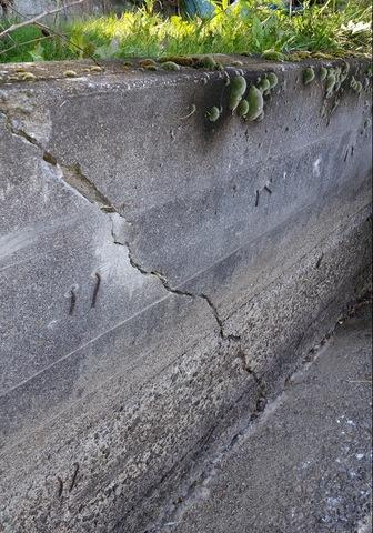 Crack on a retaining wall in Rathdrum, ID