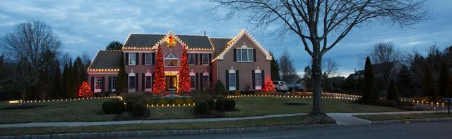 Red lights brings joy to this house in Fair Haven