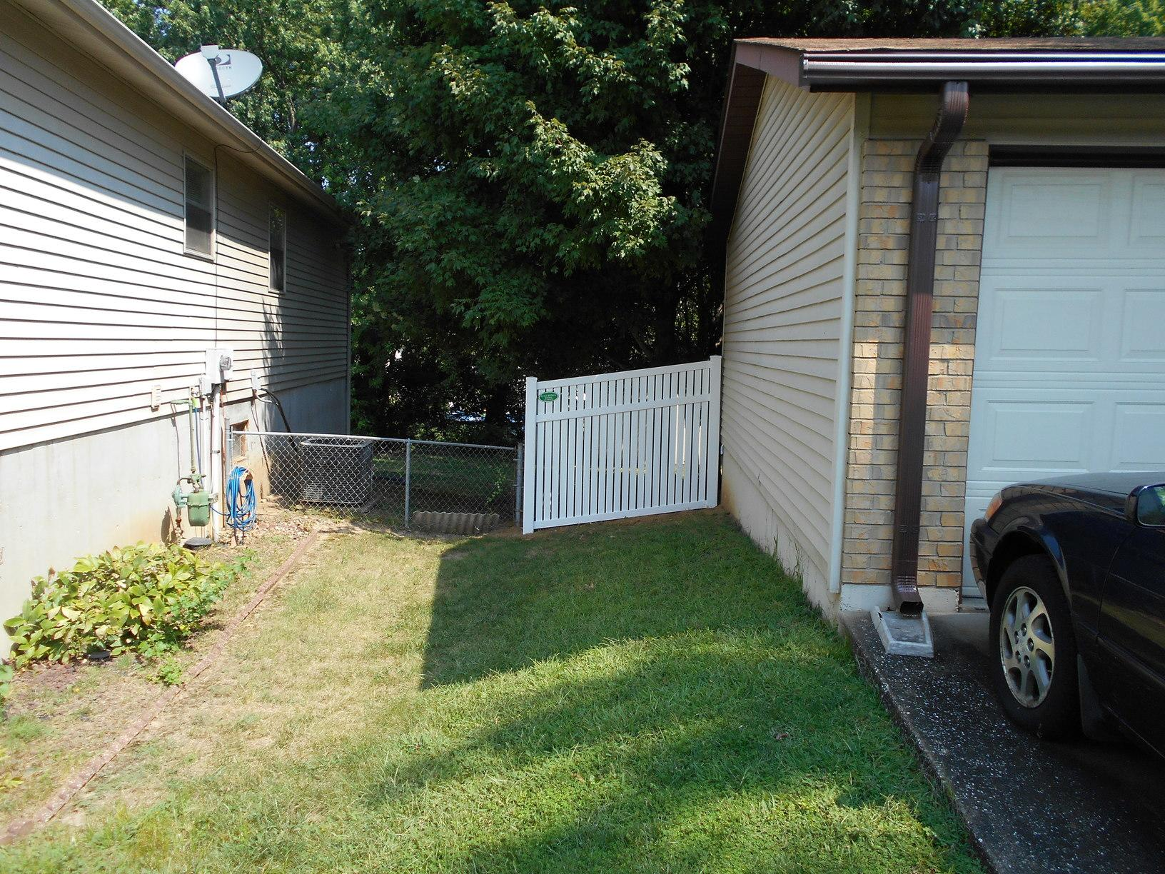 St Peters, MO Vinyl Privacy Fencing Installation - After Photo