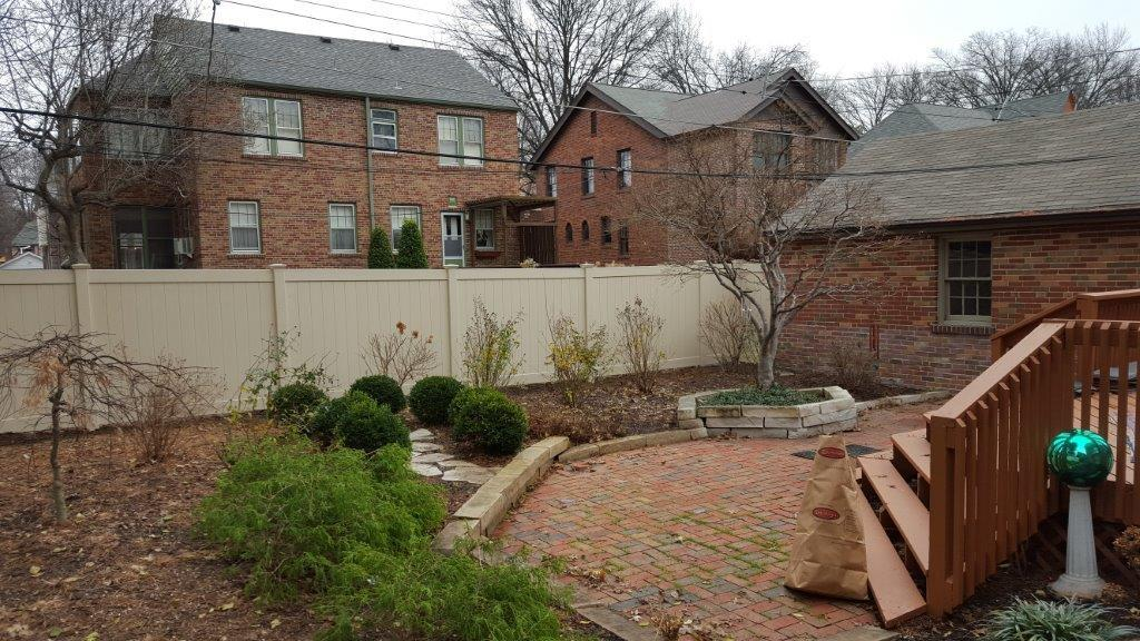 St Louis, MO Installation of a Vinyl Fence - After Photo