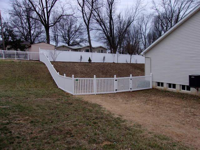 St Charles, MO Vinyl Privacy Fencing Installation