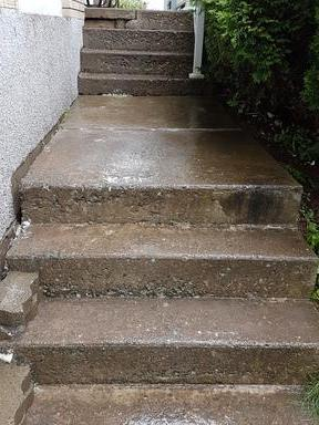 Shifted Staircase in Cowansville, QC - After Photo