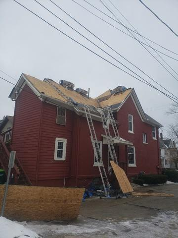 Complete re-roof in Lansing, MI