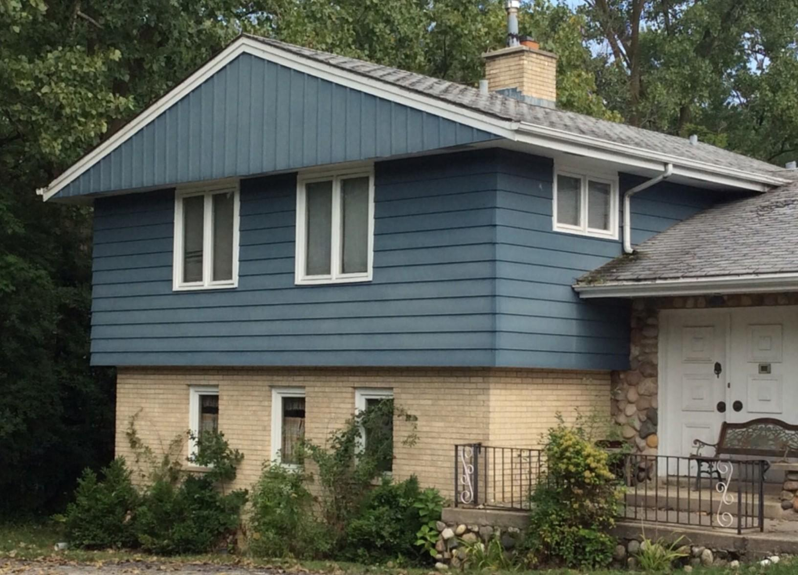 Siding and Roof Replacement on a Classic Home in Palos HIlls, IL - Before Photo