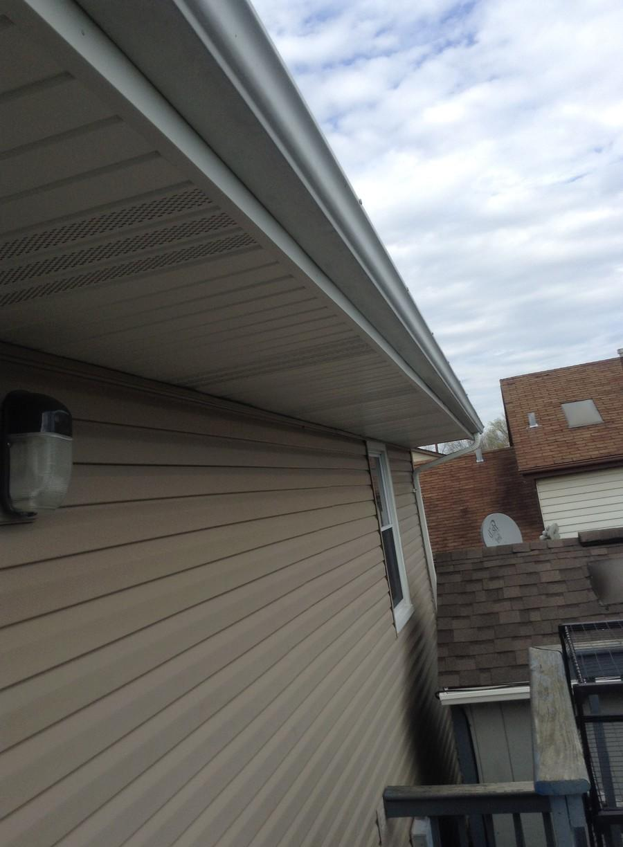 Frankfort IL Soffit and Fascia Installation - Before Photo