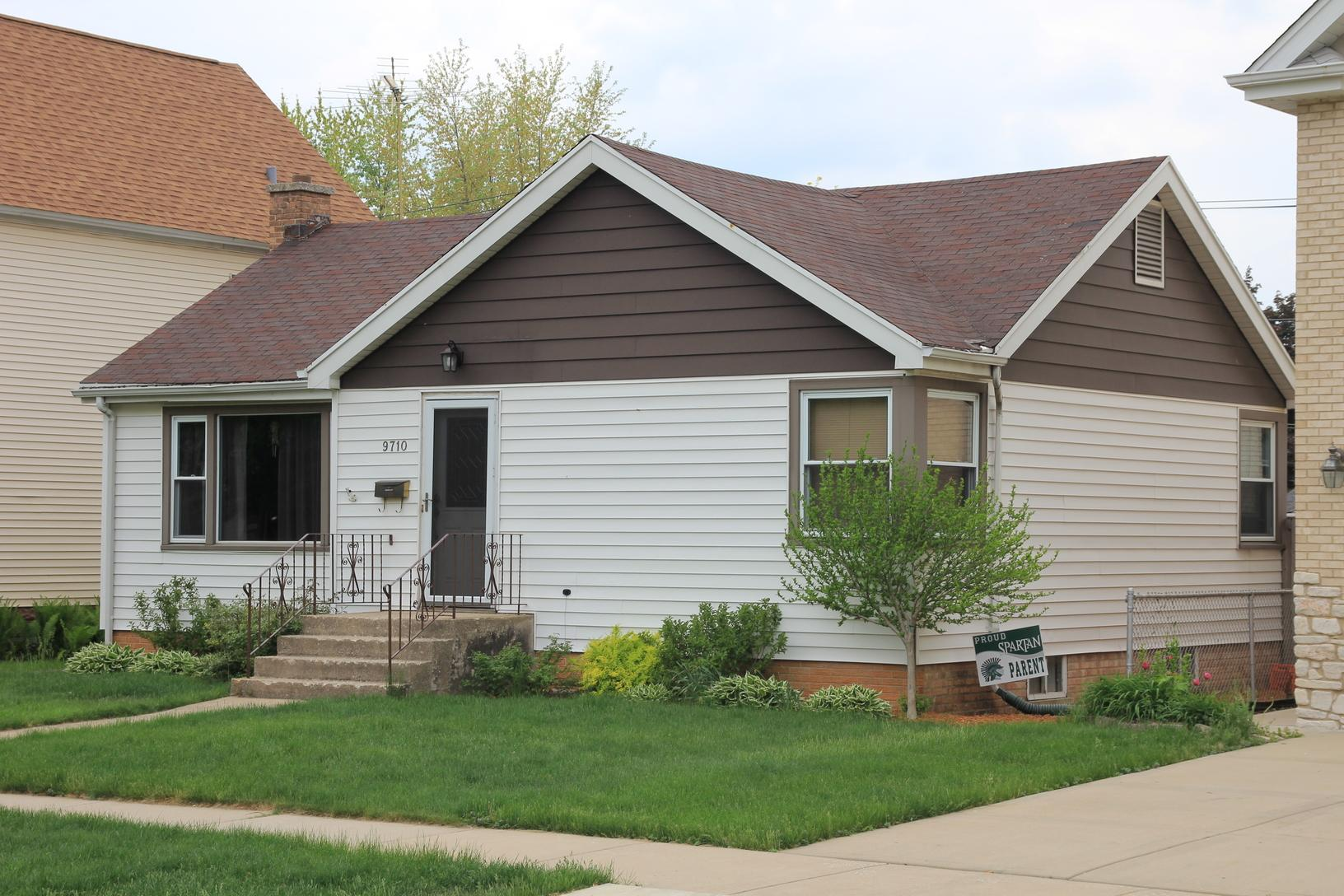 Roofing, Siding, Soffit, Fascia and Gutter replacement project in Oak Lawn, IL - Before Photo