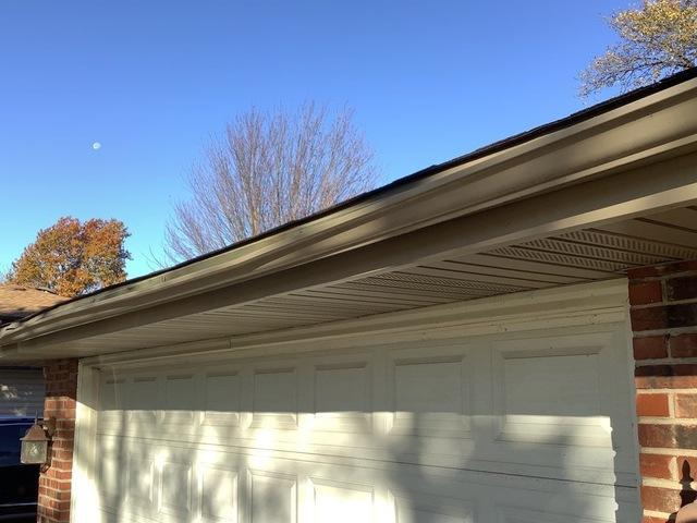 Damaged gutter repair in Tinley Park, IL
