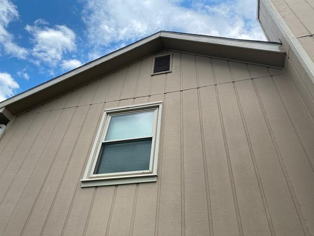 Vinyl Siding, Trim and Soffit (CraneBoard) Installed on Home in Lawrence, KS