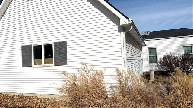 CraneBoard Vinyl Siding and 5 Inch Gutters Installed on Weston, MO Home