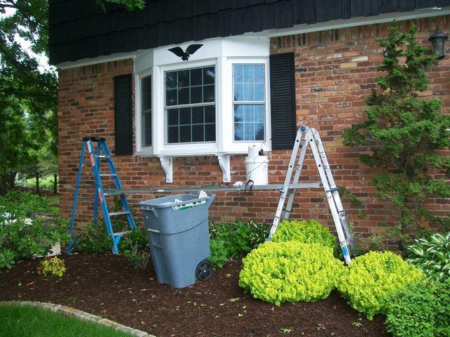Murrysville, PA homeowner replaces old bay window with new Energy Swing bay window
