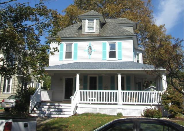 Replacing outdated vinyl with modern Hardie Siding with Timber Bark finish on Belmar, NJ home