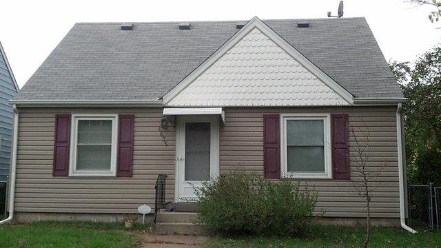 Minneapolis Siding Replacement - Before Photo