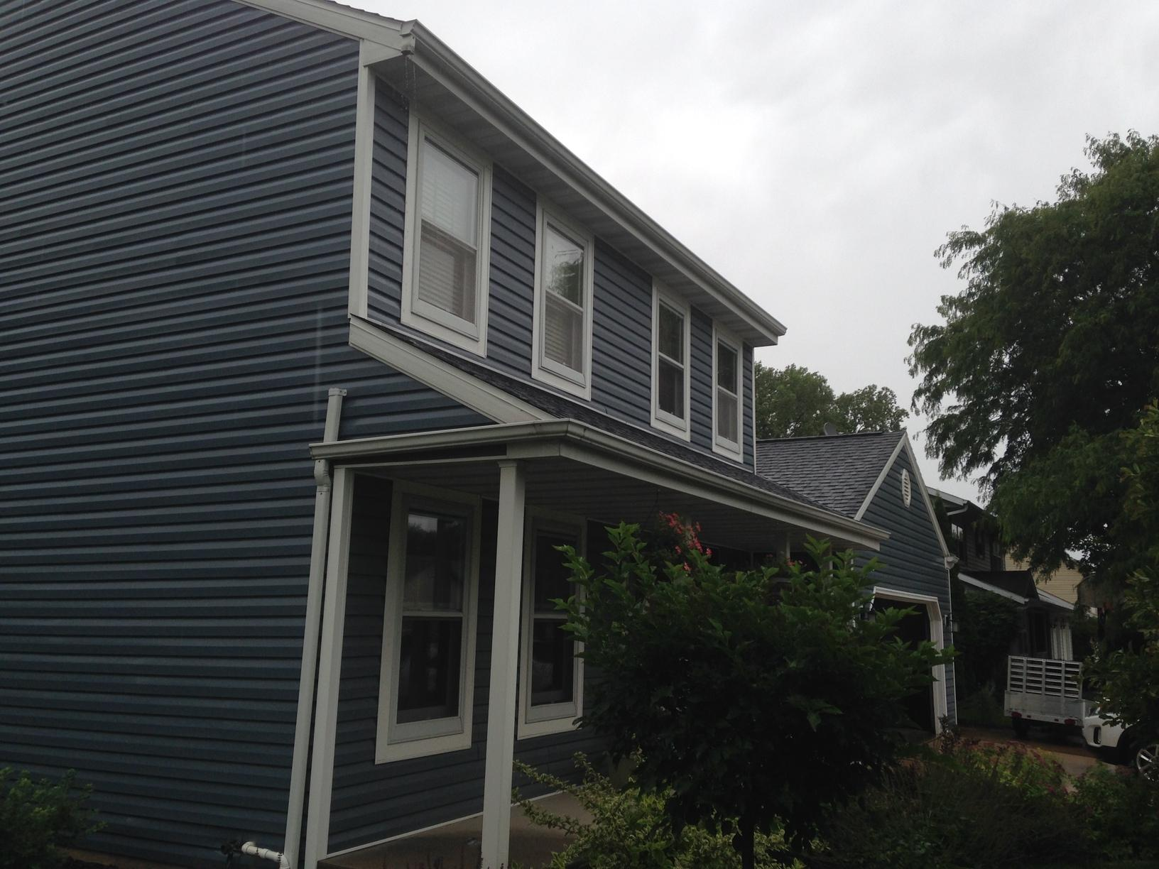 New GAF Roof and LeafGuard installed in Neenah, WI - Before Photo