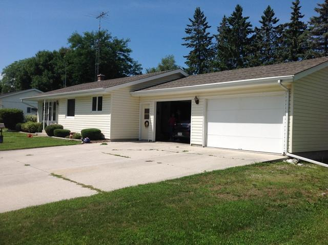 LeafGuard gutters installed on home in New Holstein, Wisconsin