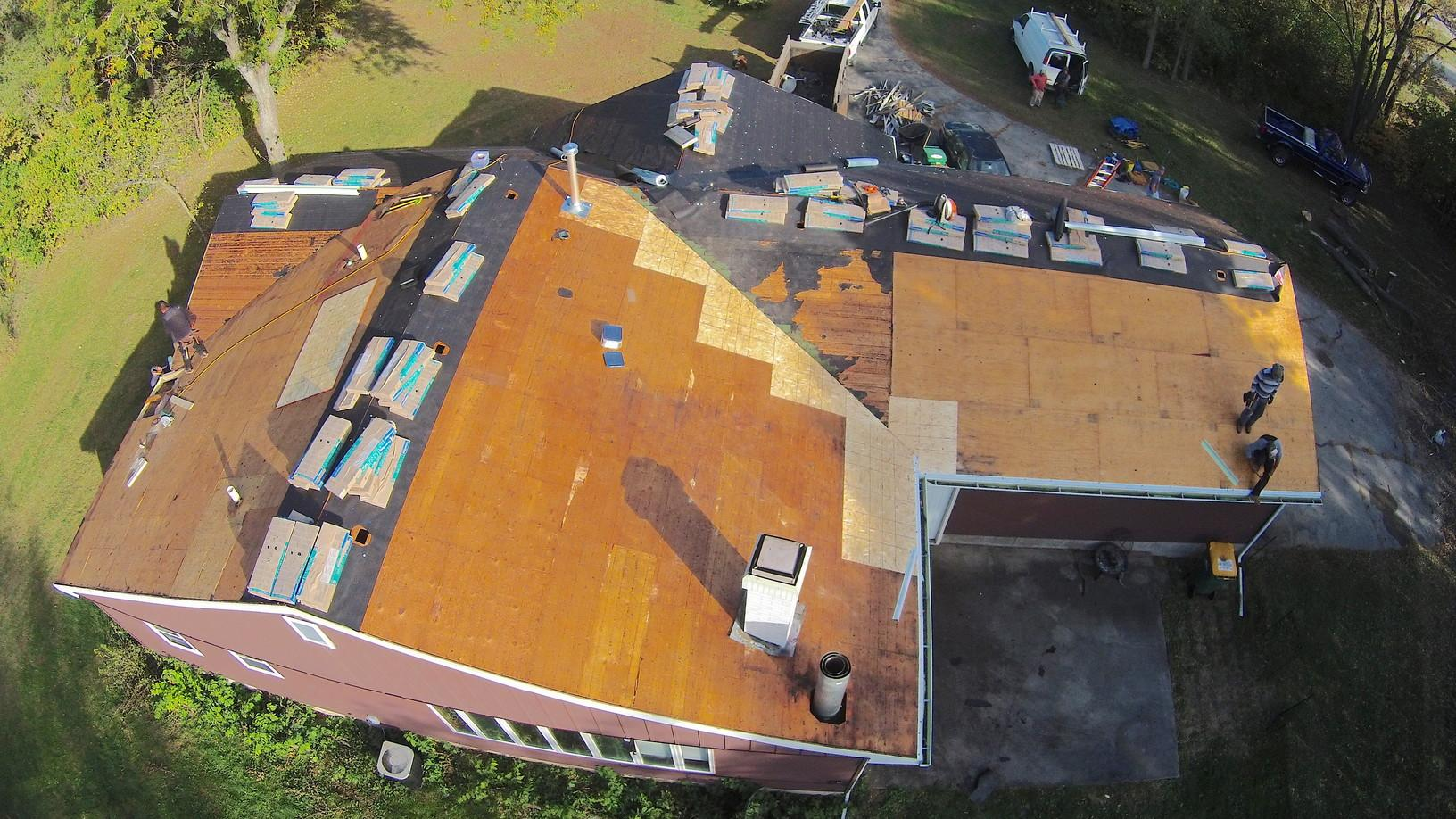New Roof in Roscoe, IL - Before Photo