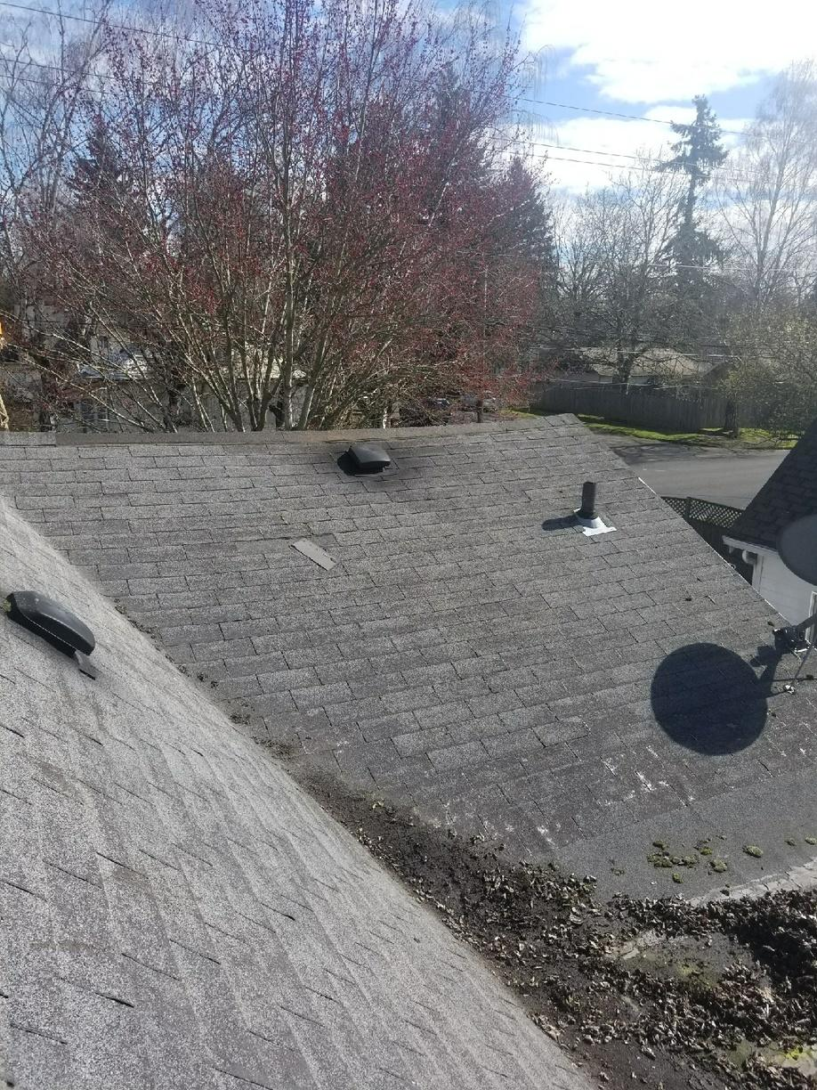 Roof Replacement Contractor in Vancouver, WA - Before Photo