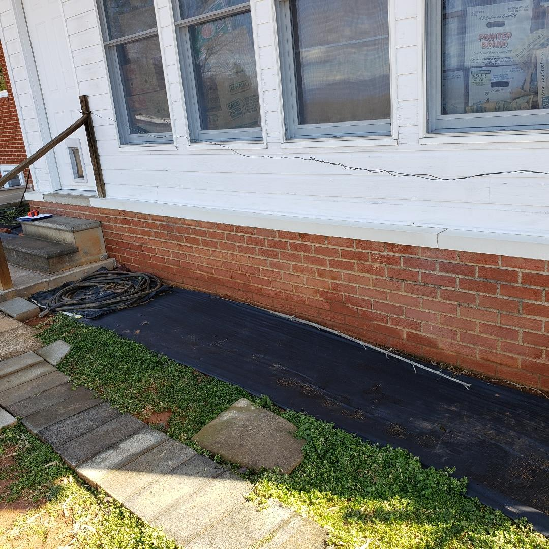 Aroda, VA Foundation Settlement Mitigation with Push Piers - Before Photo