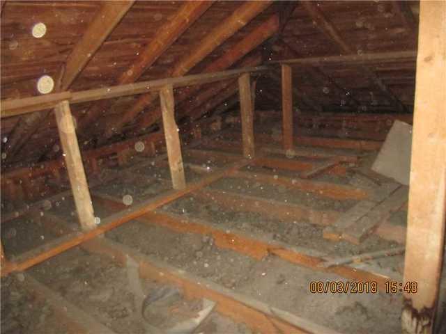 Isolation d'un grenier à Rosemont Petite-Patrie, Montréal - Before Photo