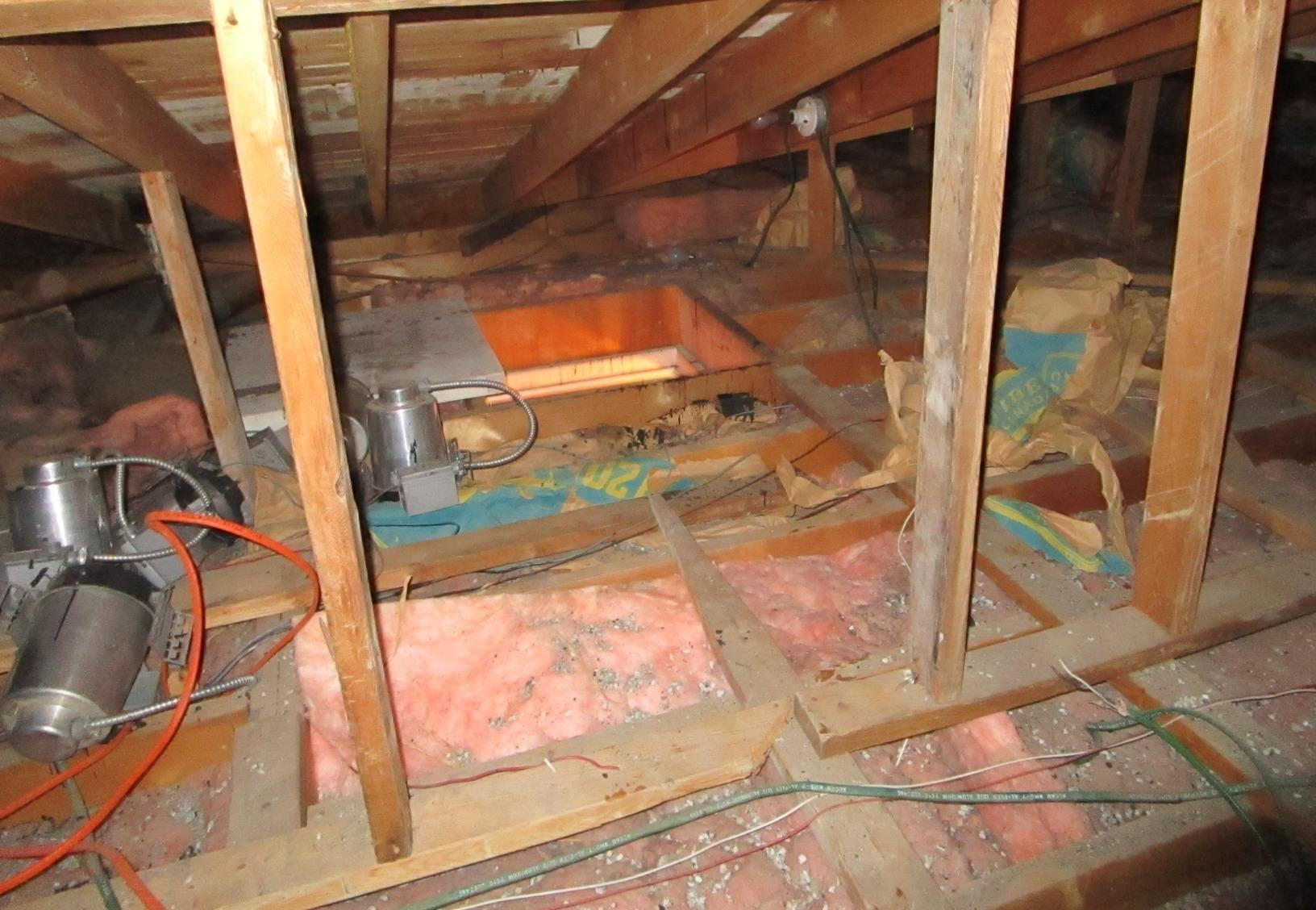 Attic insulation in Hampstead, Montréal, Qc - Before Photo