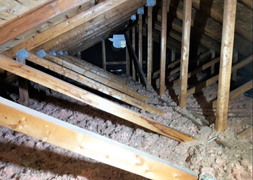 Fixing air leaks in an attic in Kirkland, Qc - Before Photo