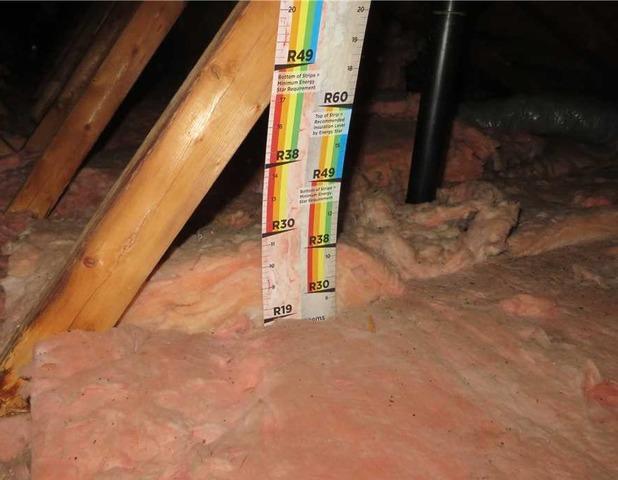 Très peu d'isolant dans ce grenier de Châteauguay, Qc