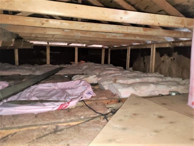 Problème de barrage de glace sur le toit d'une maison à Sainte-Anne-de-Bellevue, Qc