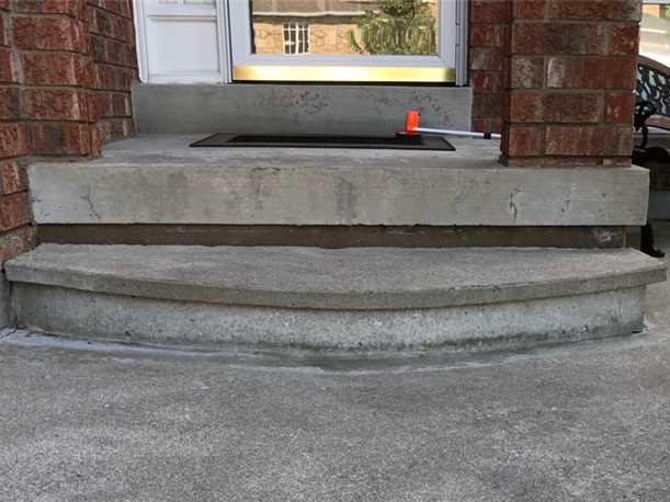 Guests Complain About Sinking Front Steps in Richmond Hill, Ontario
