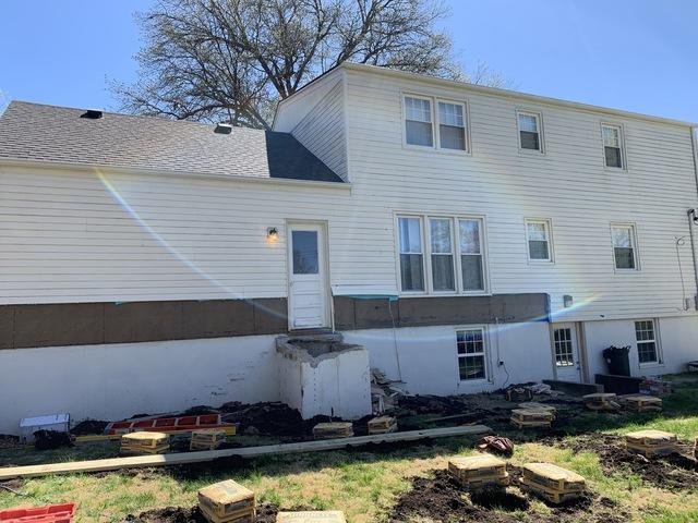 Install James Hardie Siding. Overland Park, KS - Before Photo