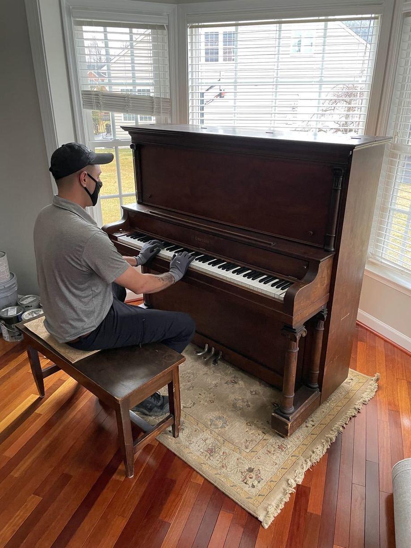 Piano Removal in Warrenton, VA - Before Photo