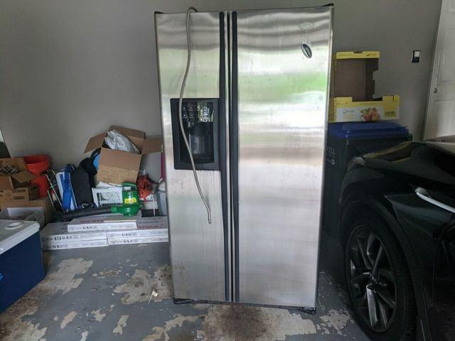 Broken Refrigerator Hauled Away in Alpharetta, GA