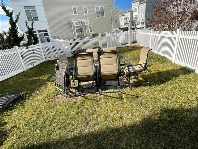 Patio Furniture Removal in Far Rockaway, NY