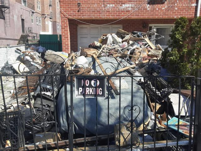 Driveway Junk Removal Service in Jamaica, NY