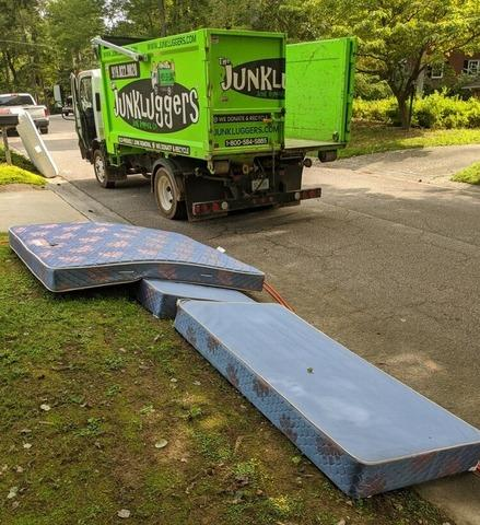 Quick Curbside Mattress Pick Up in Raleigh, NC