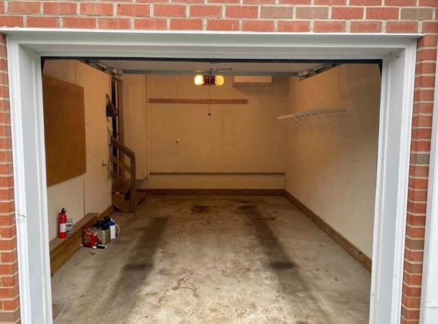 Need your garage CLEANED OUT?! Call the JUNKLUGGERS!!!!