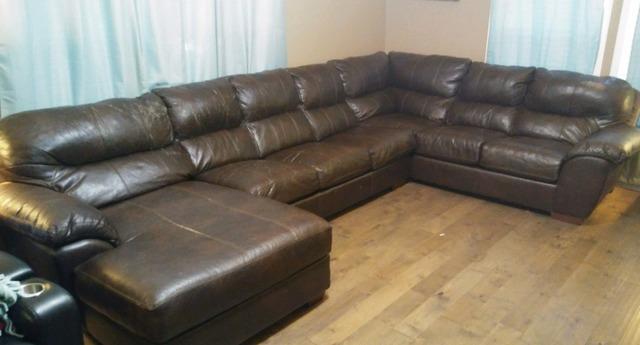 Hauling a Huge Couch Near Loudon, TN