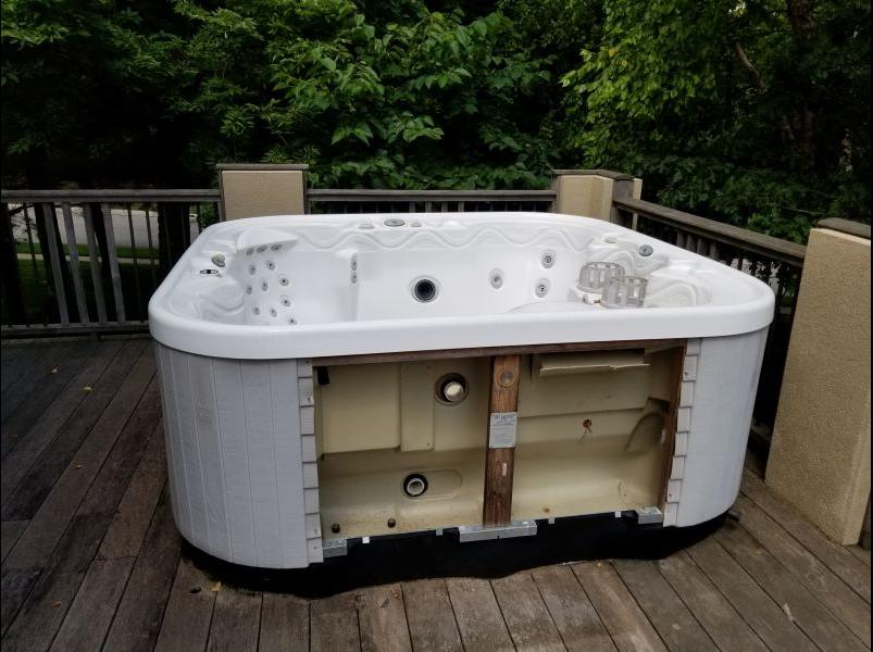 Hot Tub Removal in Lee's Summit - Before Photo