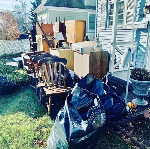 HOUSE CLEANOUT IN LYNBROOK, NY - Before Photo