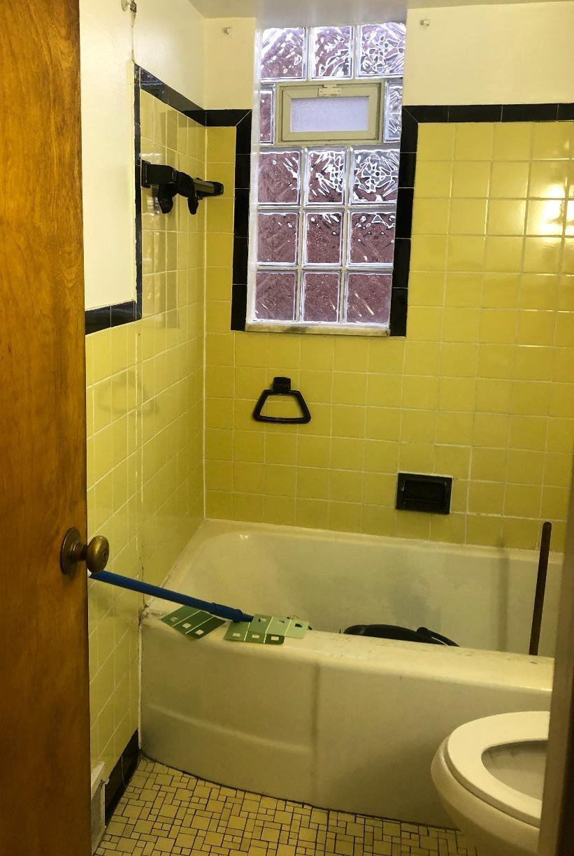 Full Bathroom remodel - Valencia, PA - Before Photo